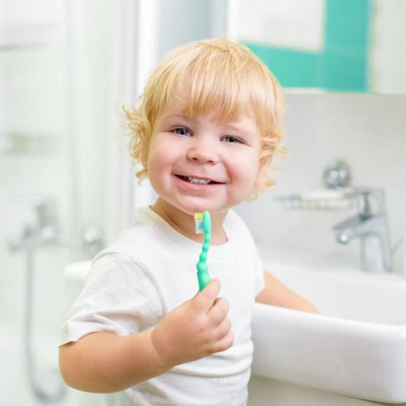photodune-5608409-happy-kid-or-child-brushing-teeth-in-bathroom-dental-hygiene-s1-580×580