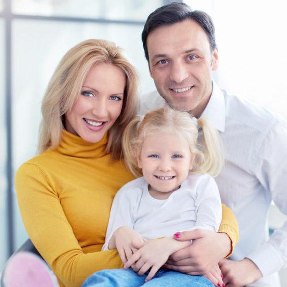 photodune-7448009-family-in-dental-clinic-s1-580×580