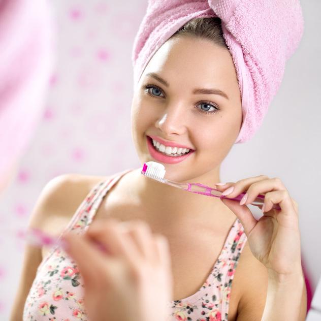 photodune-9803373-brushing-teeth-s